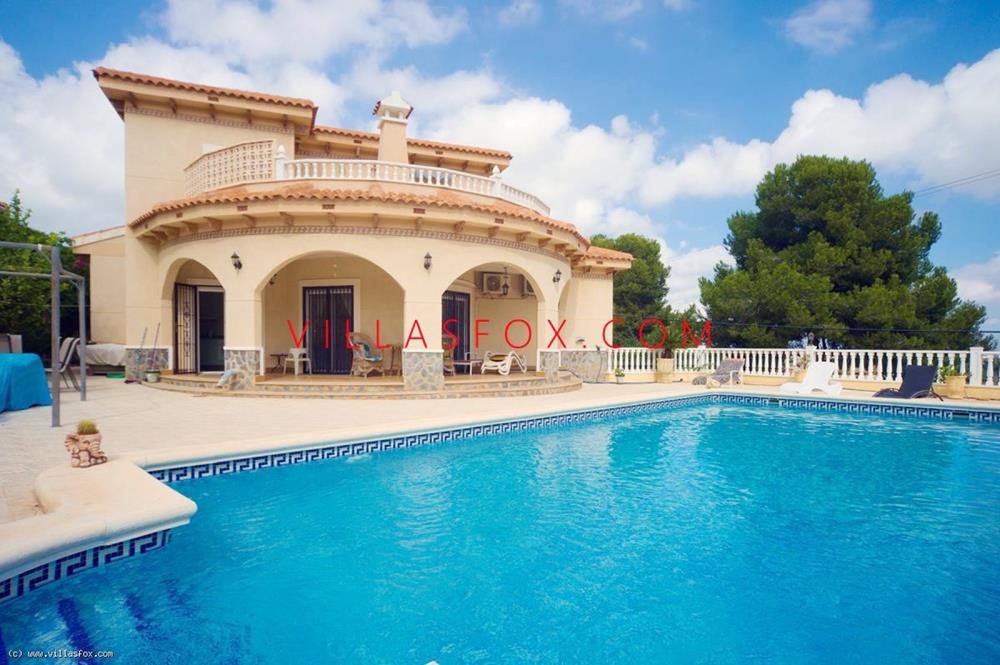 4-bedroom, 3-bathroom detached villa with pool and garage, Villasmaría, San Miguel de Salinas