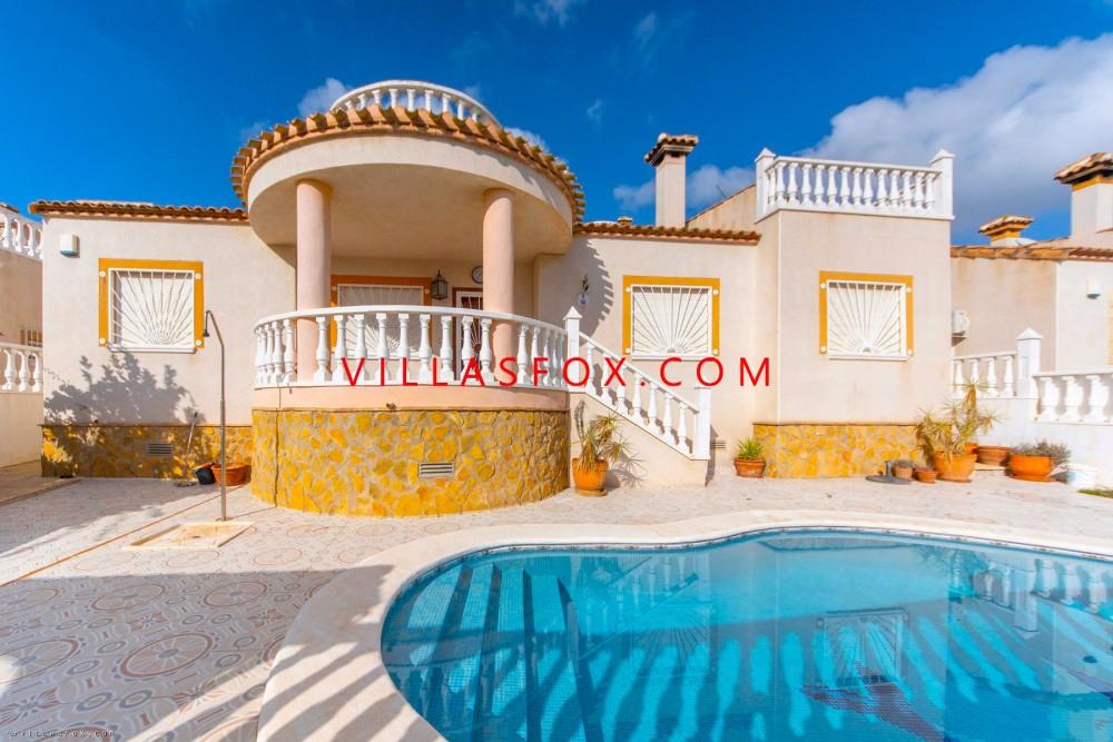 4-værelses fritliggende sydøstvendt villa med privat pool, Lakeview Mansions