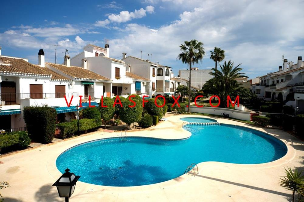 2-bedroom traditional style top-floor apartment with great views of pool and gardens, San Miguel de