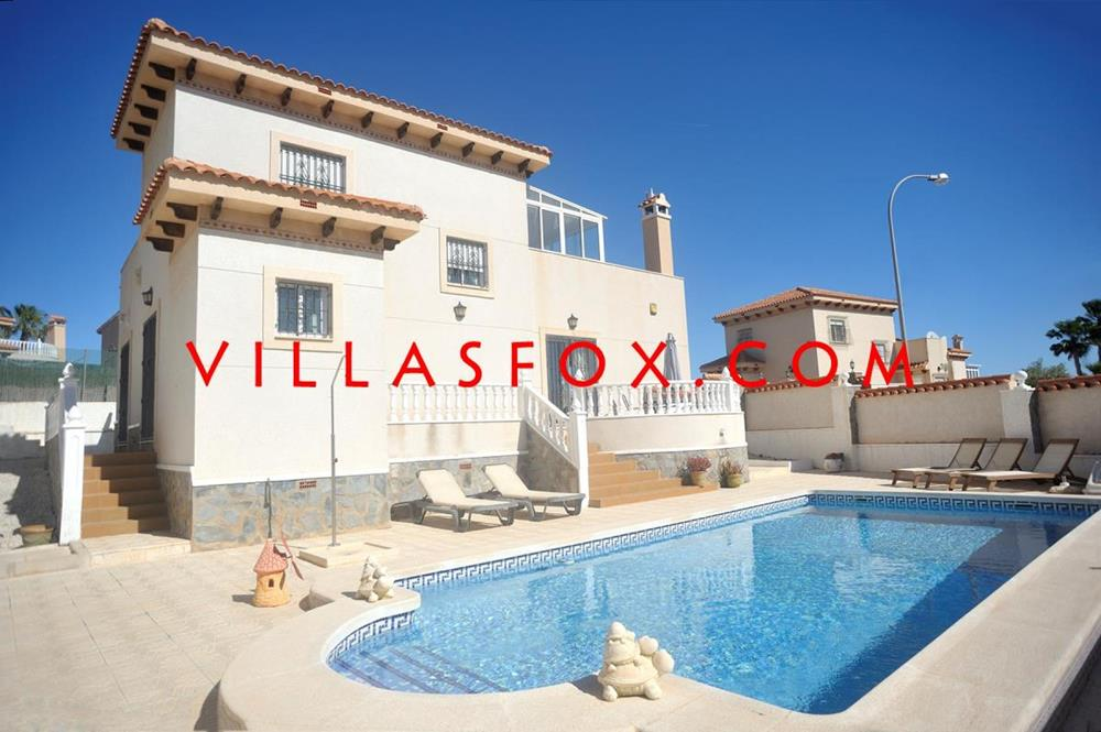 4-bedroom detached villa with pool, Villasmaría, San Miguel de Salinas with great views