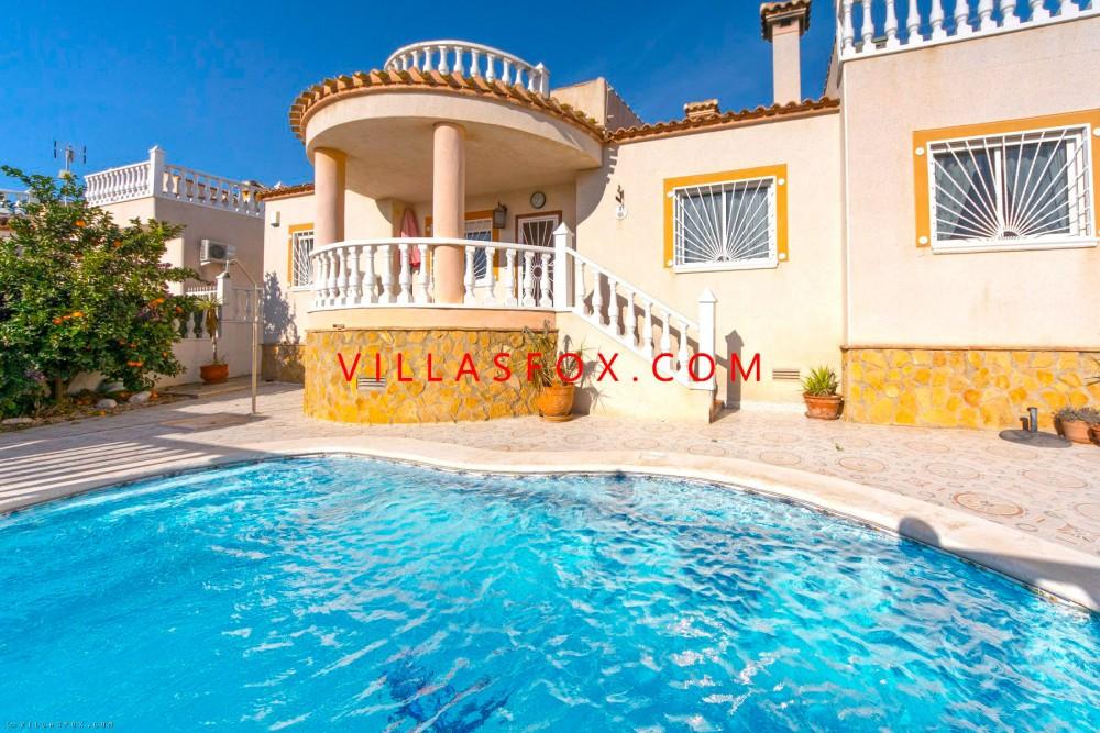 Frittliggende villa med 4 soverom og sørøstvendt basseng, Lakeview Mansions