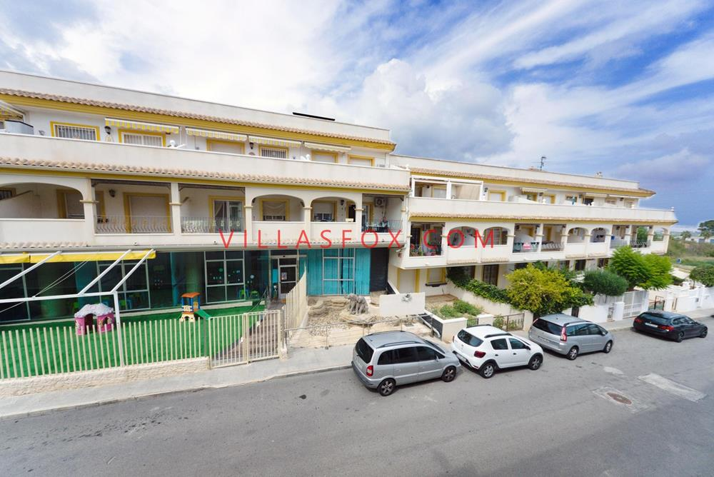 San Miguel de Salinas apartment with lift and communal pool, town centre