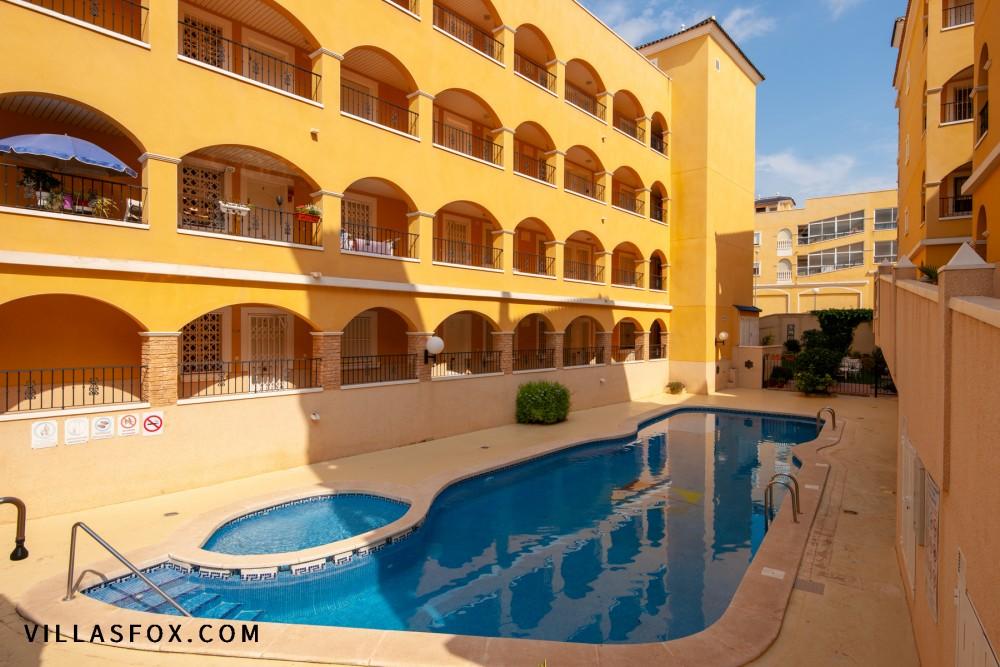 Algorfa vestvendt leilighet (2 soverom) til salgs - utmerket stand, stor terrasse