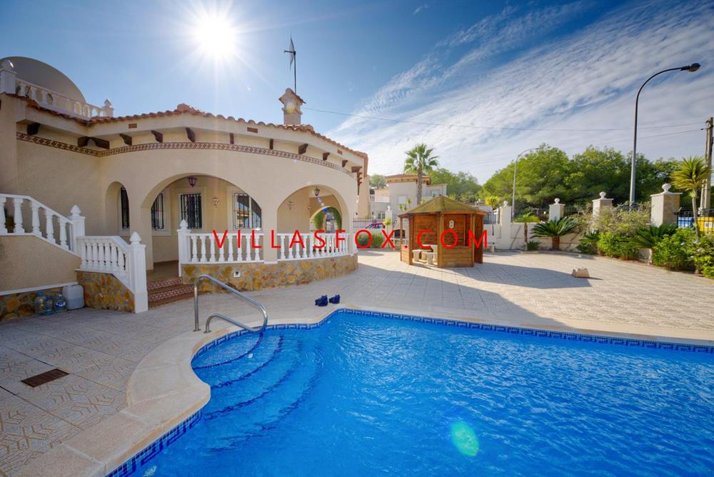 3-bedroom, 2-bathroom detached villa on corner plot, heated pool, Villasmaría, San Miguel de Salinas