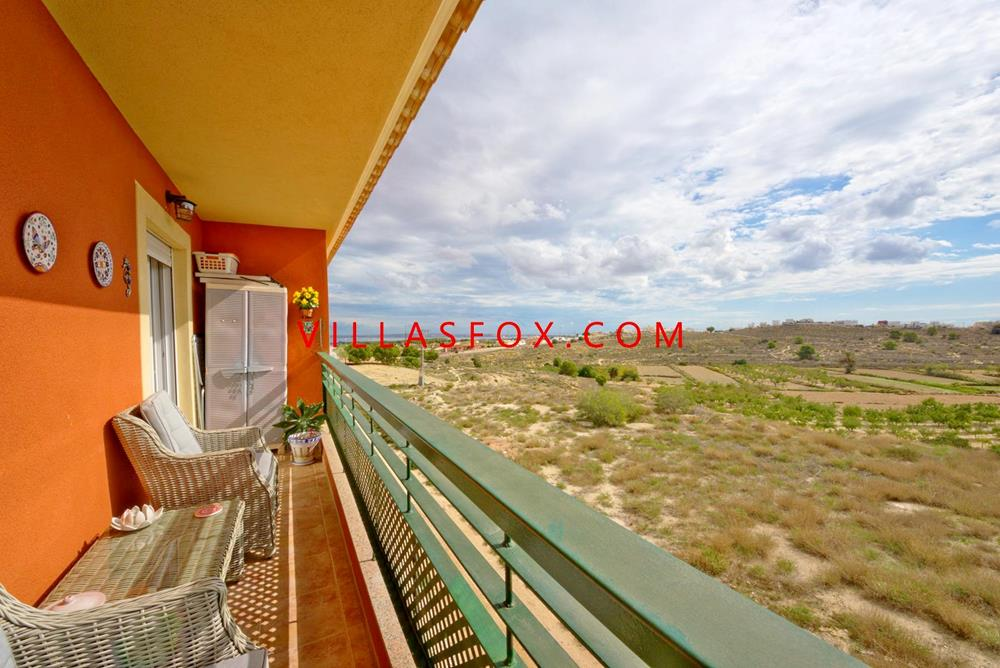 3-bedroom, 2-bathroom top-floor apartment with amazing views, San Miguel de Salinas town centre