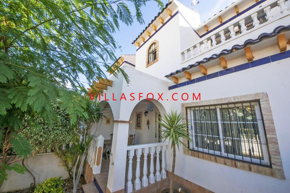 Las Chismosas 2-bedroom townhouse with communal pool