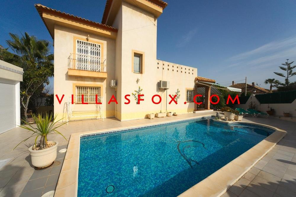 4-bedroom corner-plot villa with pool, underbuild, Torrestrella, San Miguel de Salinas