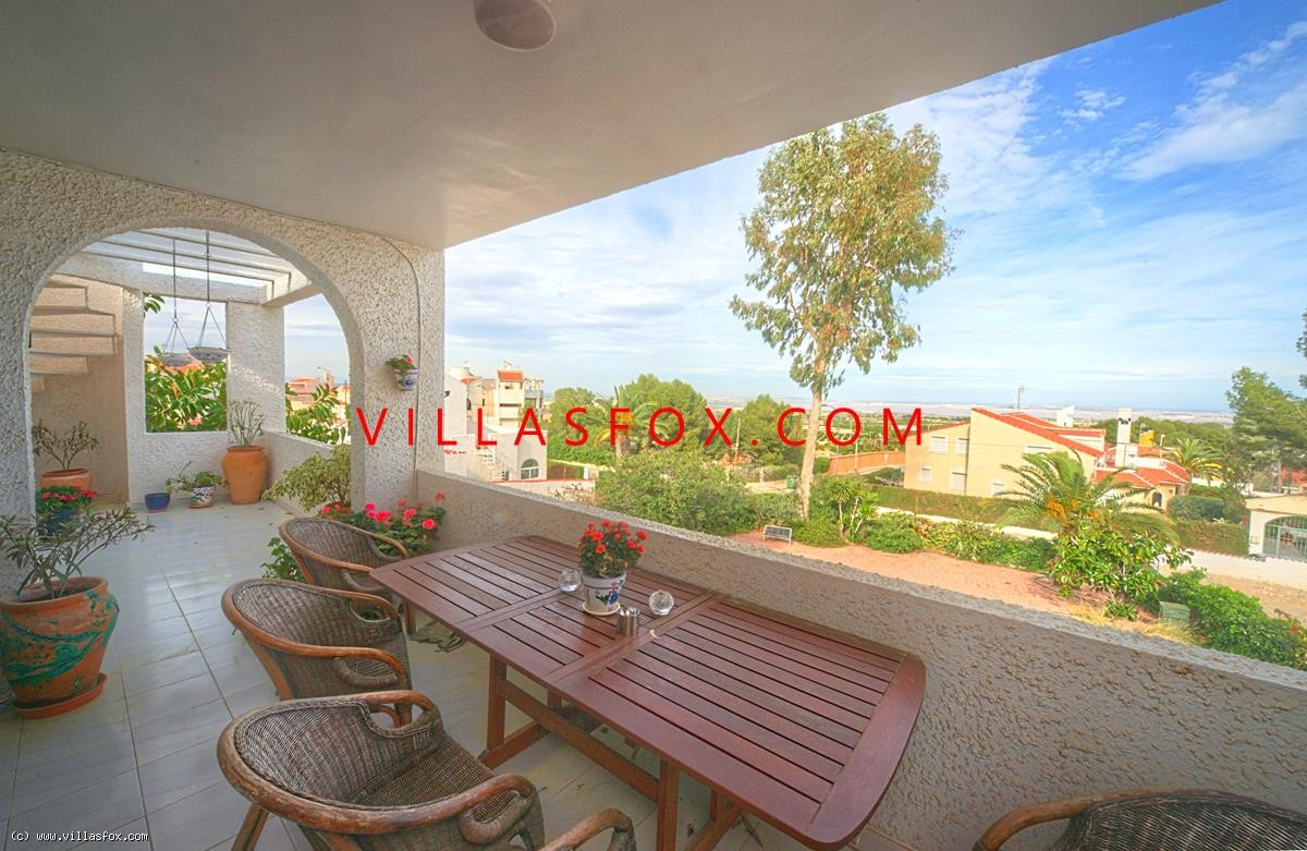 Villa independiente de 4 dormitorios en 2 niveles, parcela de 875 m2, Las Comunicaciones