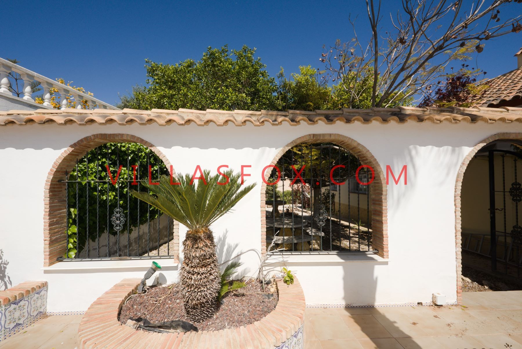Large 4-bedroom villa on corner plot with garage, pool, sauna, Torrestrella, San Miguel de Salinas