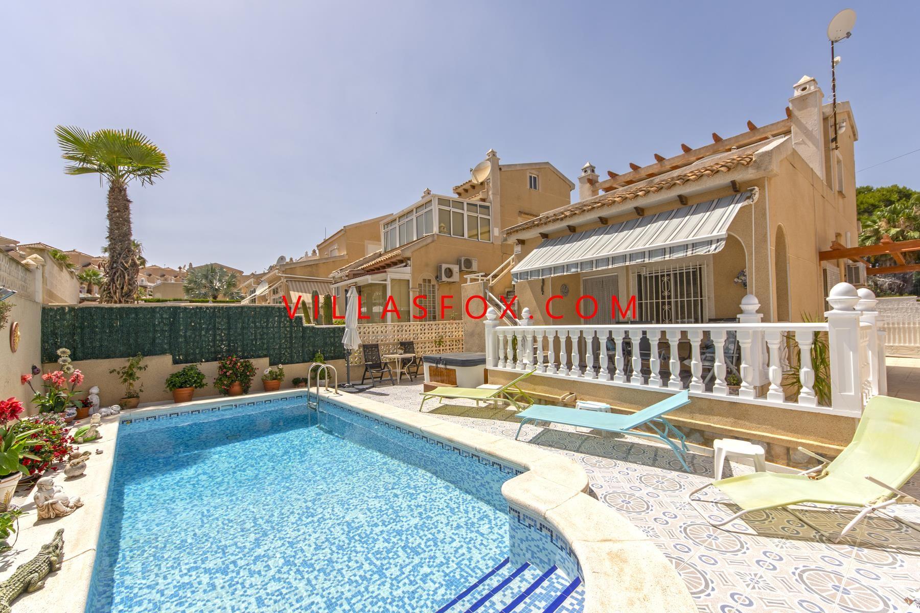 Sininen laguuni (San Miguel) omakotitalo, 3 makuuhuonetta, oma uima-allas, edullinen hinta