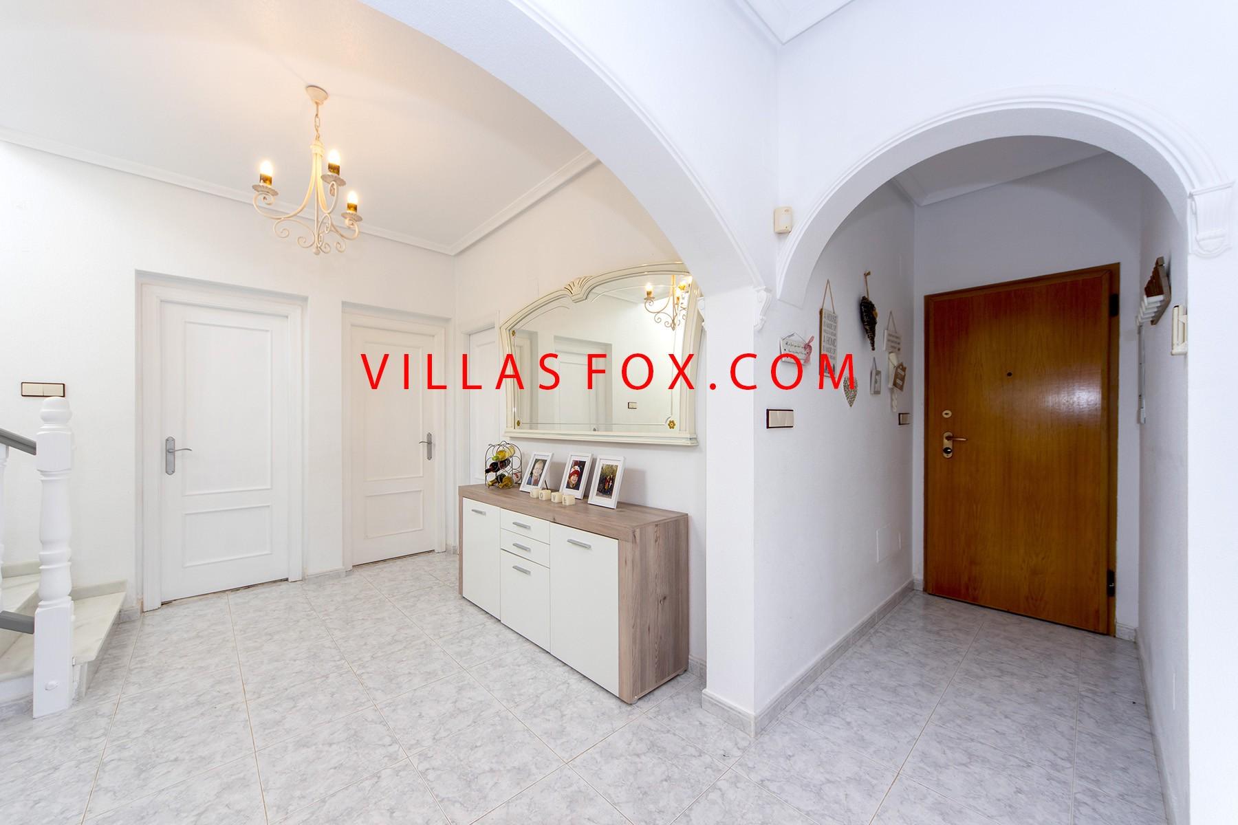 וילהסמריה וילה צמודה עם 4 חדרי שינה עם בריכה פרטית ונוף נהדר!