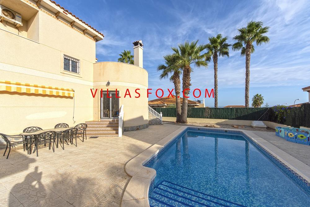 Villasmaría villa med 4 soveværelser, privat pool og fantastisk udsigt!