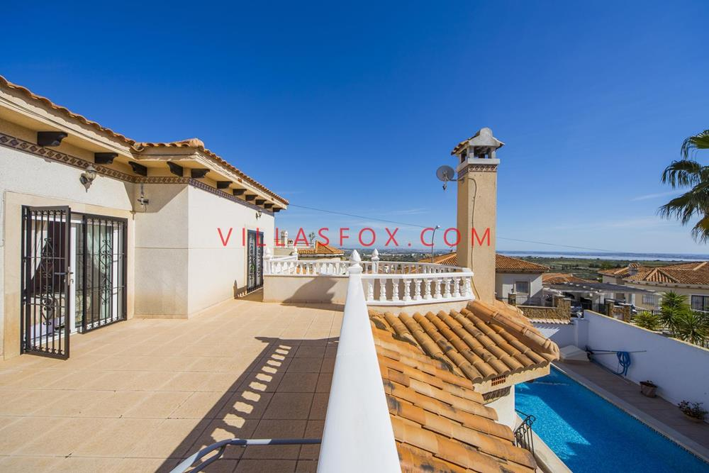 Superb detached villa on 2 levels, large sun terrace, large kitchen in Villasmaria now only 285,000