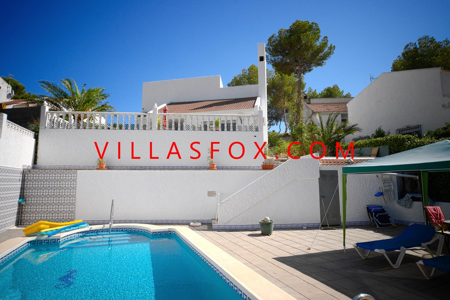 Las Comunicaciones 3-bedroom villa with pool on large plot