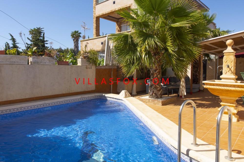 Vilă Los Altos cu 4 dormitoare și piscină privată