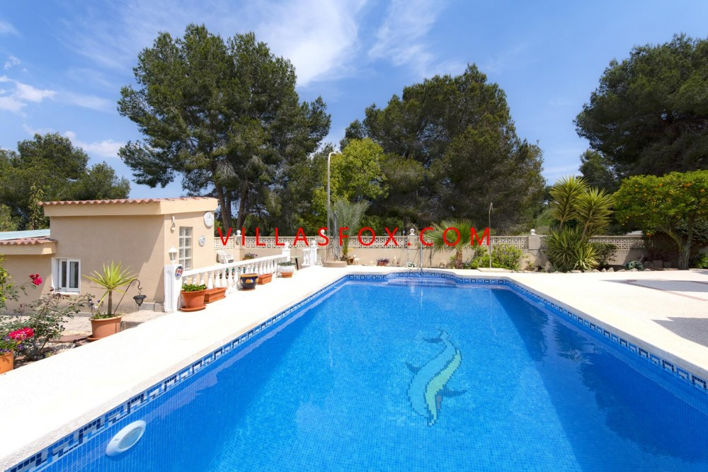Las Comunicaciones 3-bedroom detached villa with pool and garage