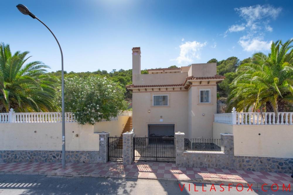 Villasmaría luksusvilla til salgs med 4 soverom, 3 bad og flott utsikt!