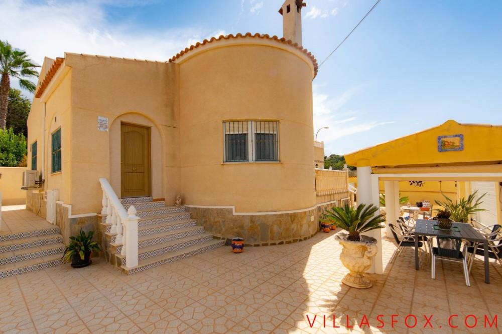 San Miguel de Salinas luksusvilla på hjørnetomt til salgs med garasje