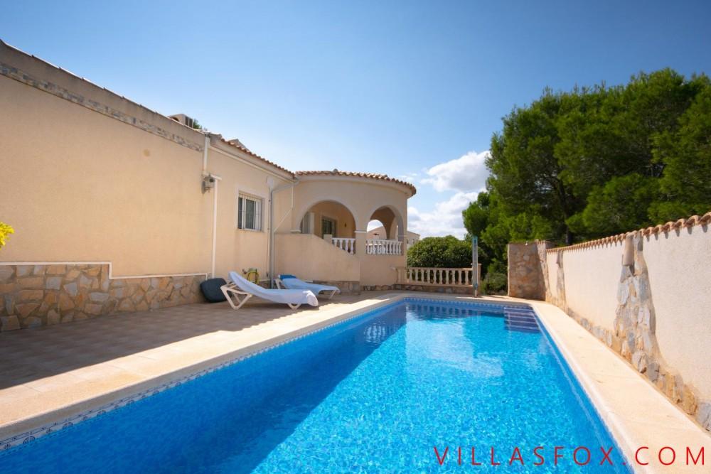 Las Comunicaciones, vilă San Miguel de vânzare pe un singur nivel cu garaj și piscină