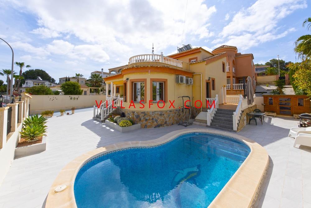 Enebolig med privat basseng i eksklusivt boligområde, San Miguel de Salinas