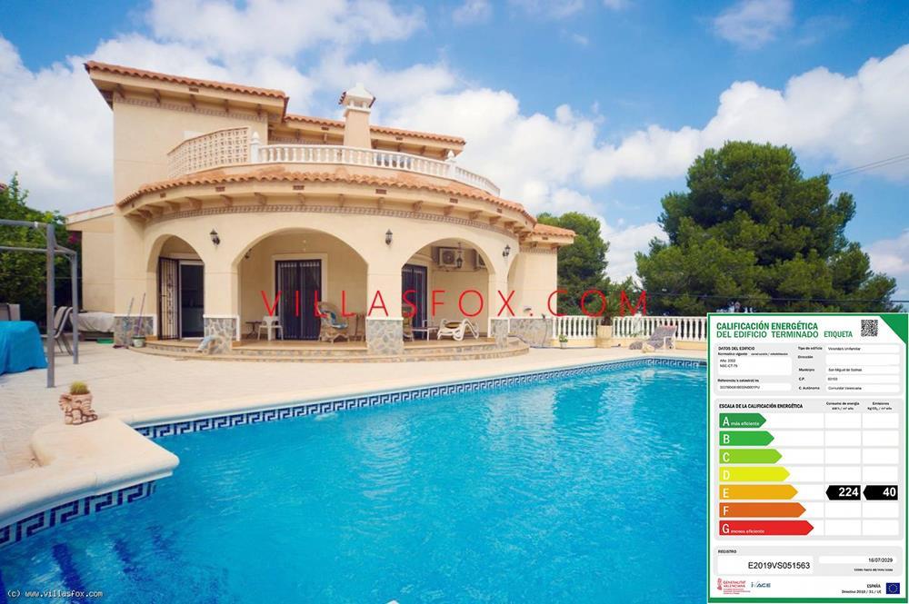 4 Schlafzimmer, 3 Badezimmer freistehende Villa mit Pool und Garage, Villasmaría, San Miguel de Salinas