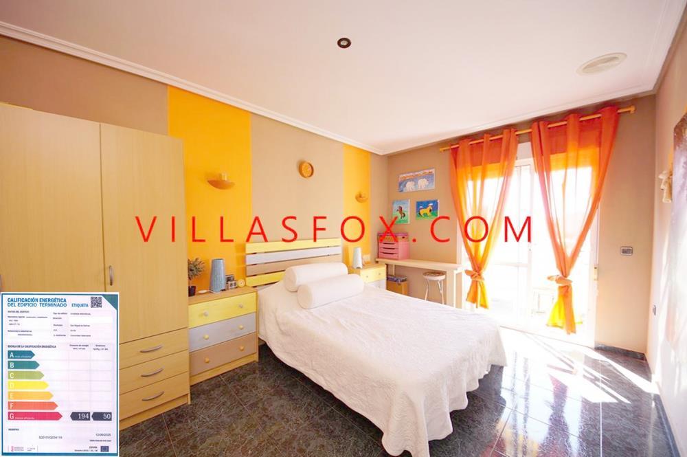 Appartement de 3 chambres et 2 salles de bains au dernier étage avec une vue magnifique et un emplacement