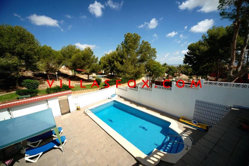 Las Comunicaciones villa de 3 dormitorios con piscina en parcela grande