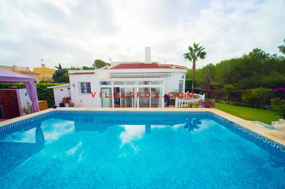 Charming 2 bedroom, 1 bathroom detached villa in San Miguel de Salinas (Las Comunicaciones)