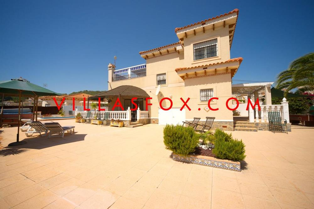Impressive 4-bedroom, 3-bathroom detached villa, Villasmaría, San Miguel de Salinas 399,000€