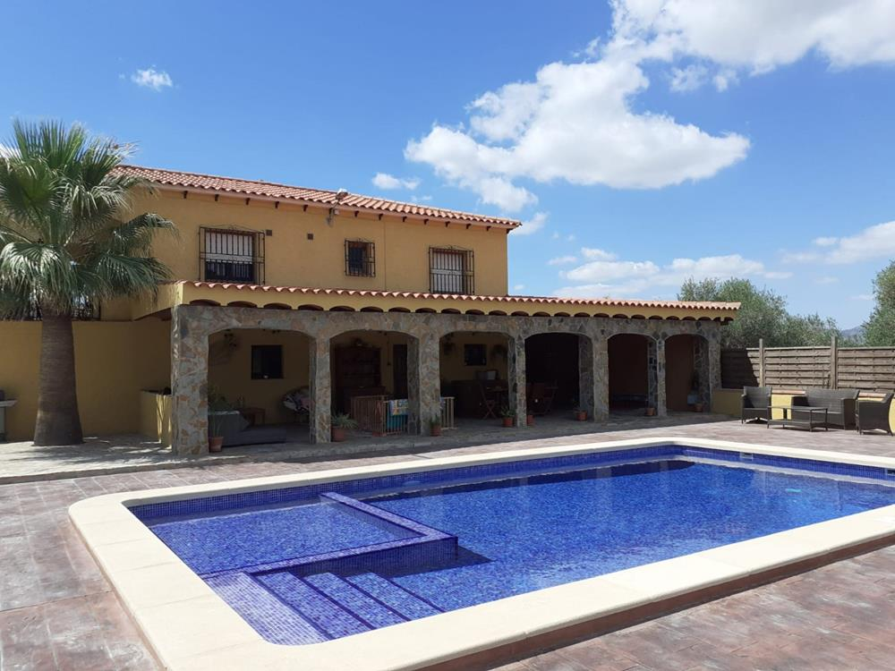 Refurbished Bigastro finca with 3 bedrooms, 2 bathrooms