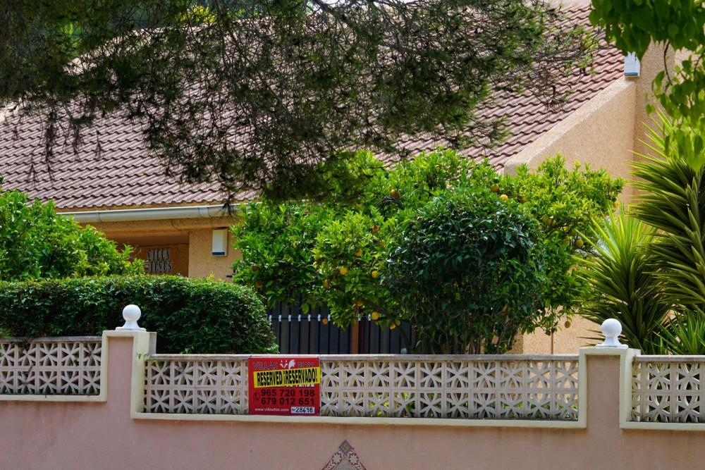 Villa independiente Las Comunicaciones de 3 dormitorios con piscina y garaje