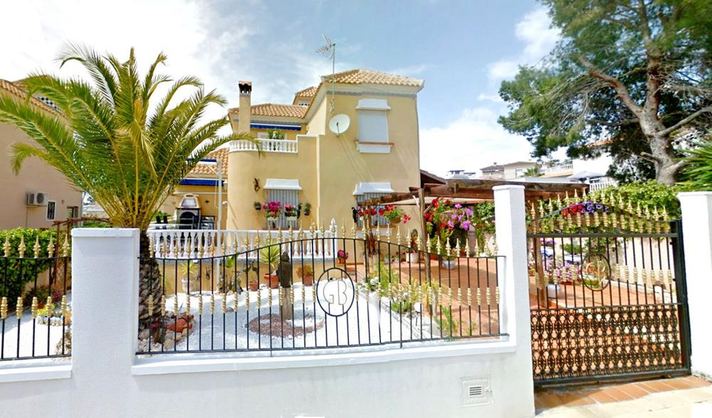 Immaculate 3 bedroom detached villa in Blue Hills near Villamartin