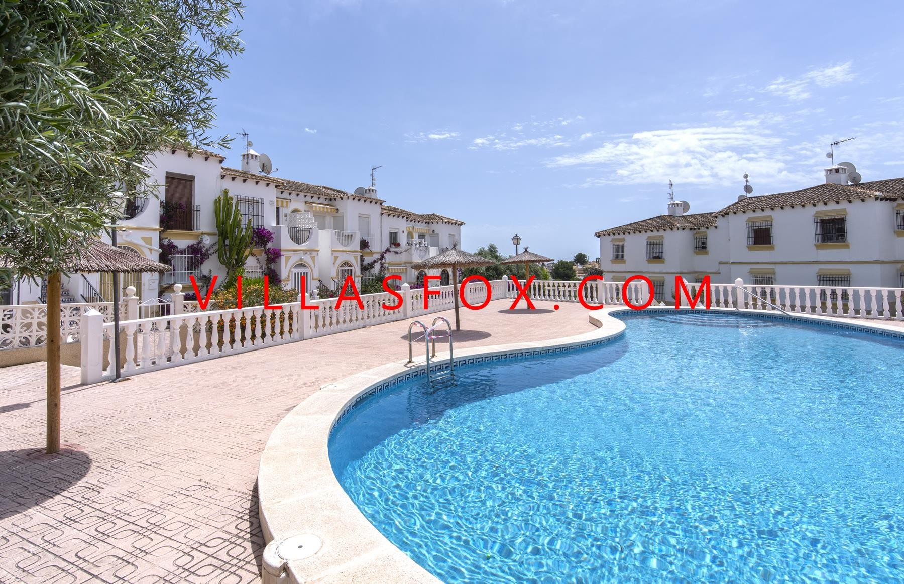 Mirador del Mediterraneo large 1-bedroom ground-floor apartment with garden