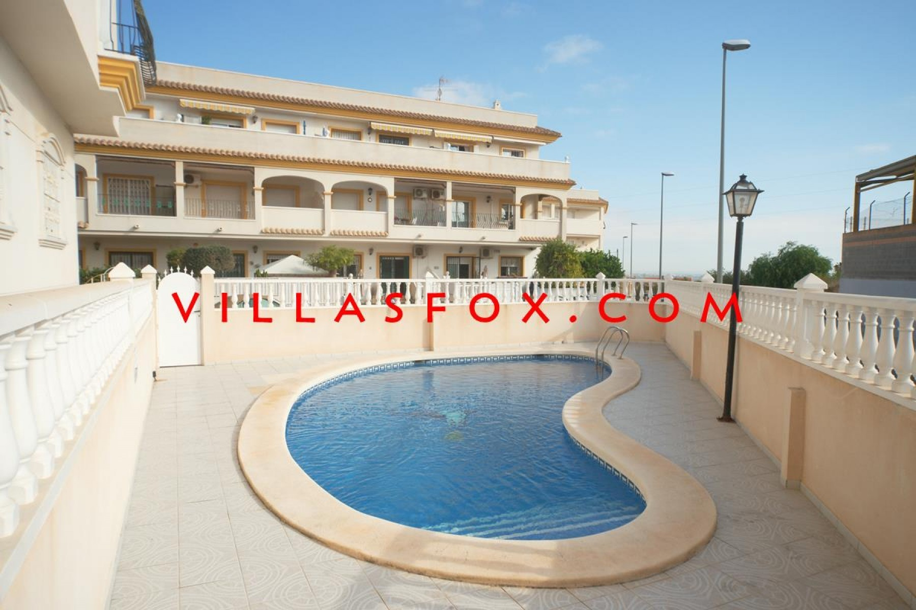 2-bedroom top-floor apartment with private solarium and garage, San Miguel de Salinas