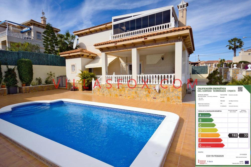 3-bedroom, 3-bathroom luxury villa with rooftop conservatory in immaculate condition, Villasmaría
