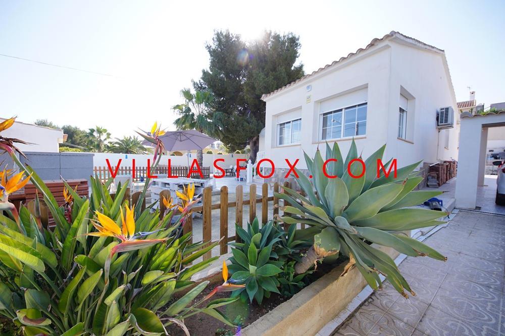 Las Comunicaciones villa med 3 soverom på ett plan, privat basseng, flott utsikt!