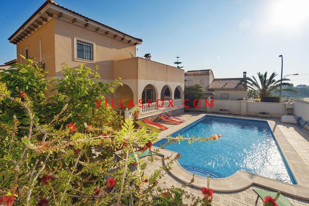 Vila decomandata San Miguel de Salinas, Villasmaría, Las Comunicaciones (4 dormitoare, piscina mare, minunat